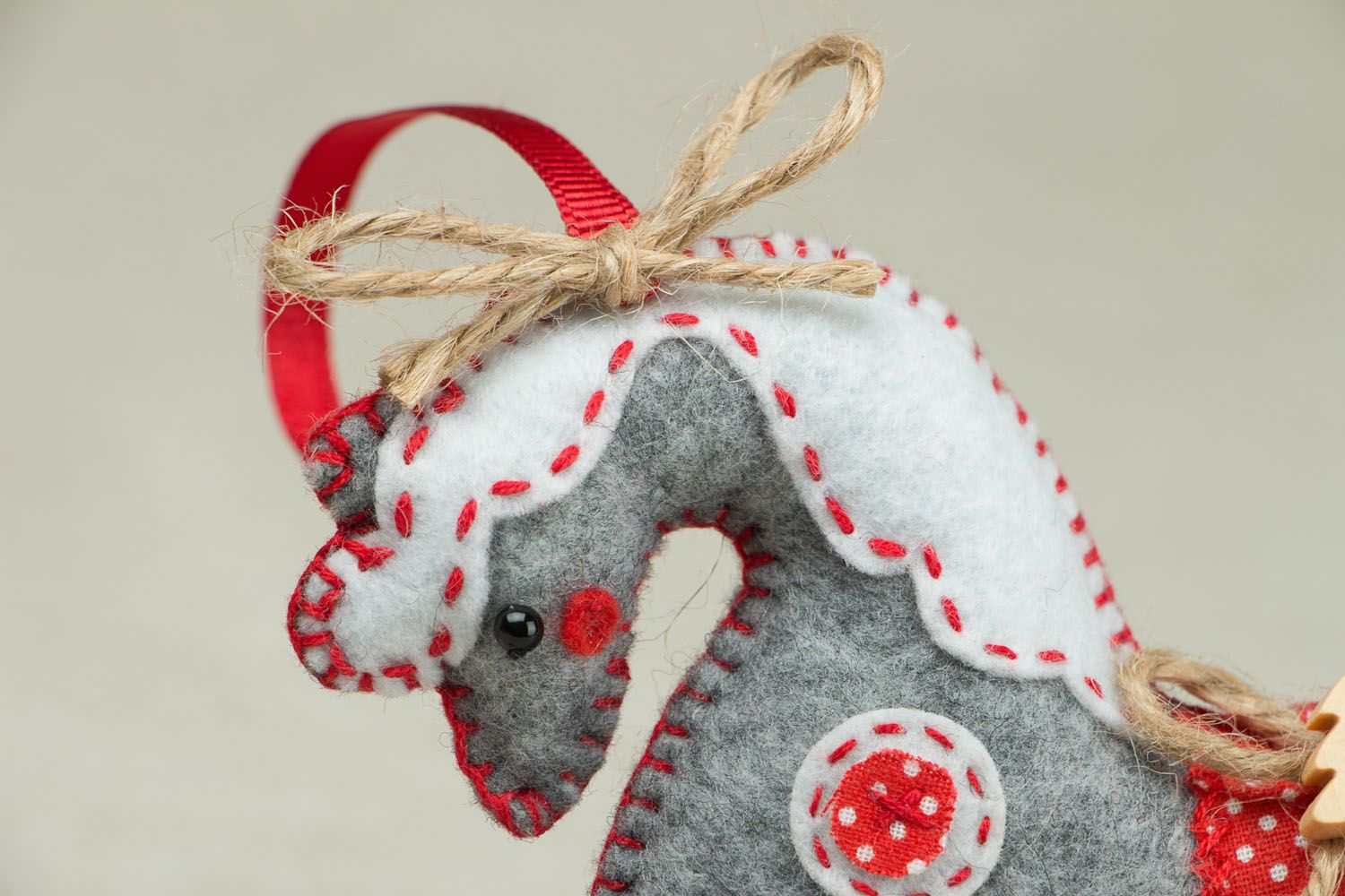 Madeheart jouet de no l en feutre fait main cheval gris for Decoration de noel fait main