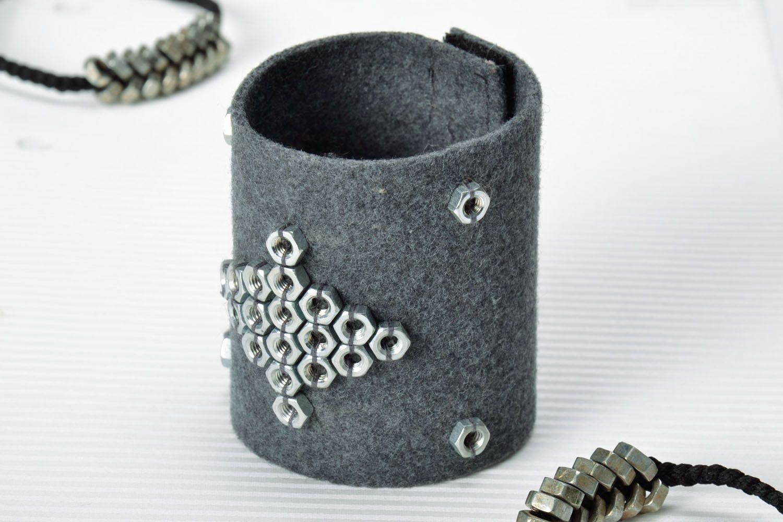 Wide felt bracelet photo 1