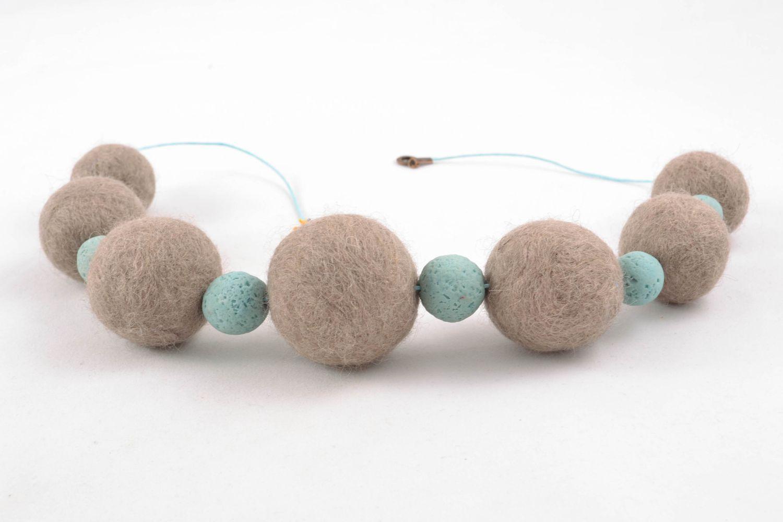Ожерелье из шерсти и полимерной глины фото 4