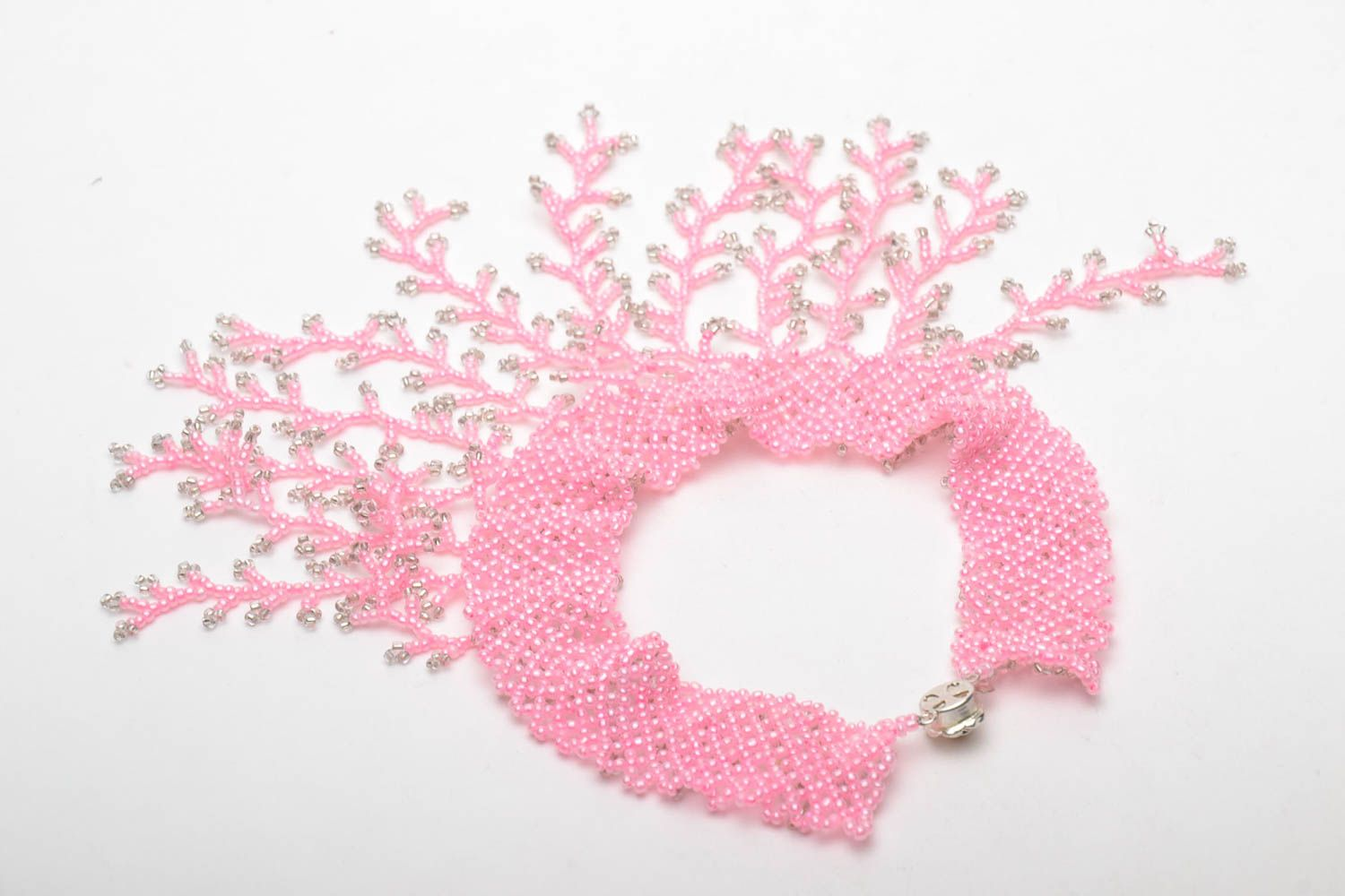 Pink beaded necklace photo 5