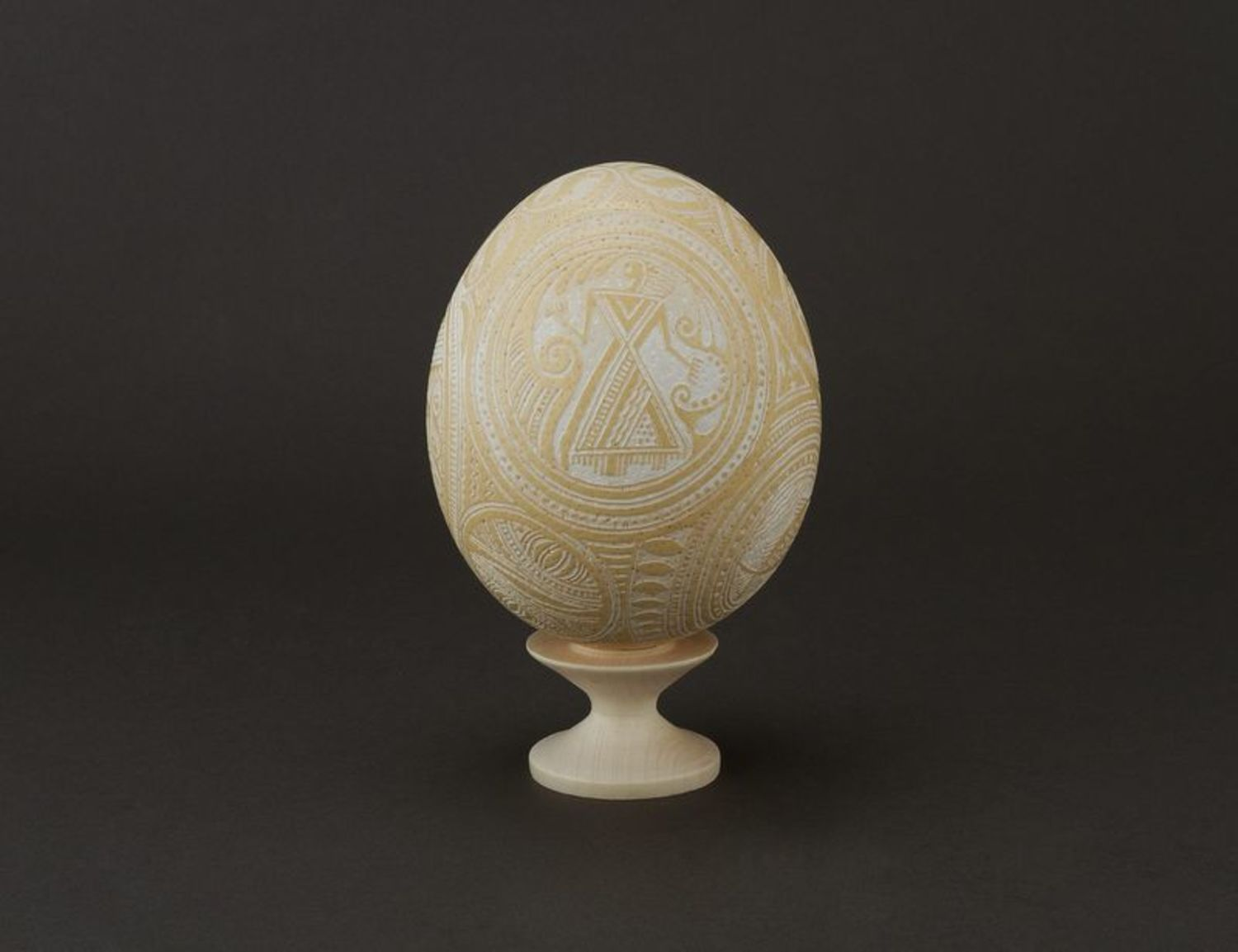 ostrich easter eggs Decorative ostrich egg etched with vinegar - MADEheart.com
