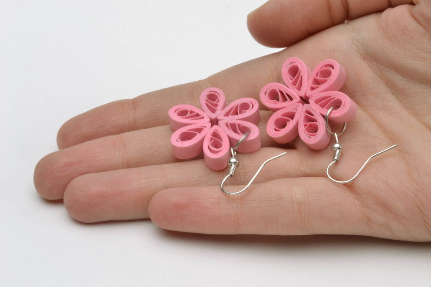 Paper quilling pink earrings photo 2