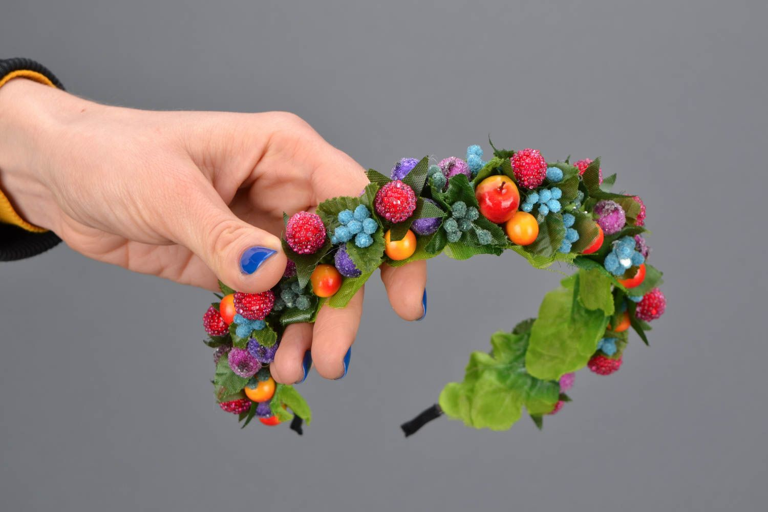 Headband with berries and leaves photo 2