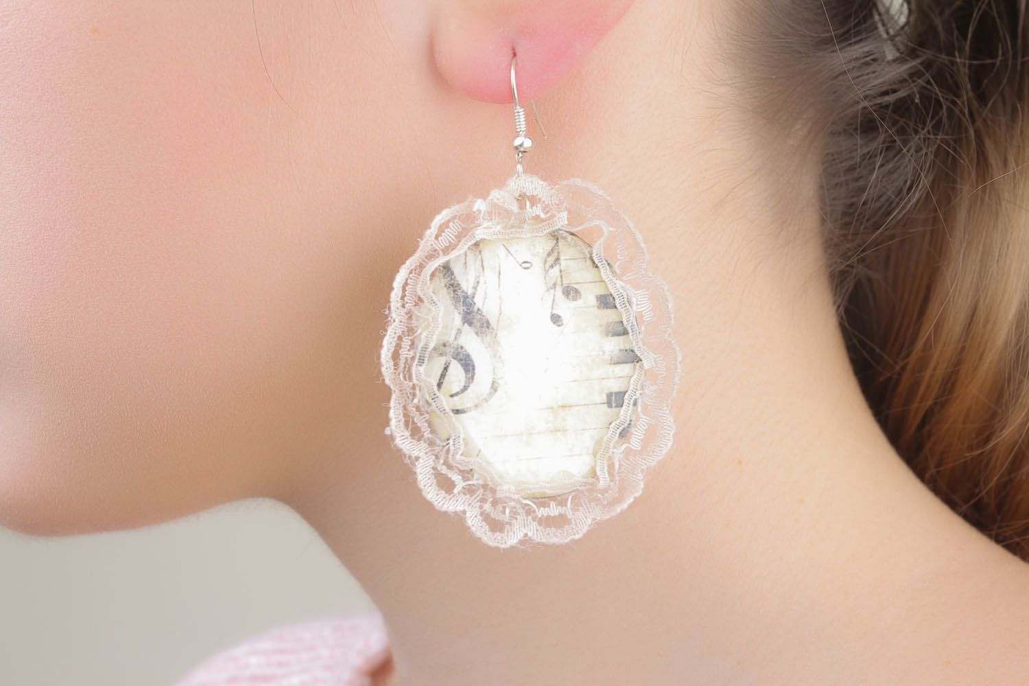 Handmade earrings with lace photo 4