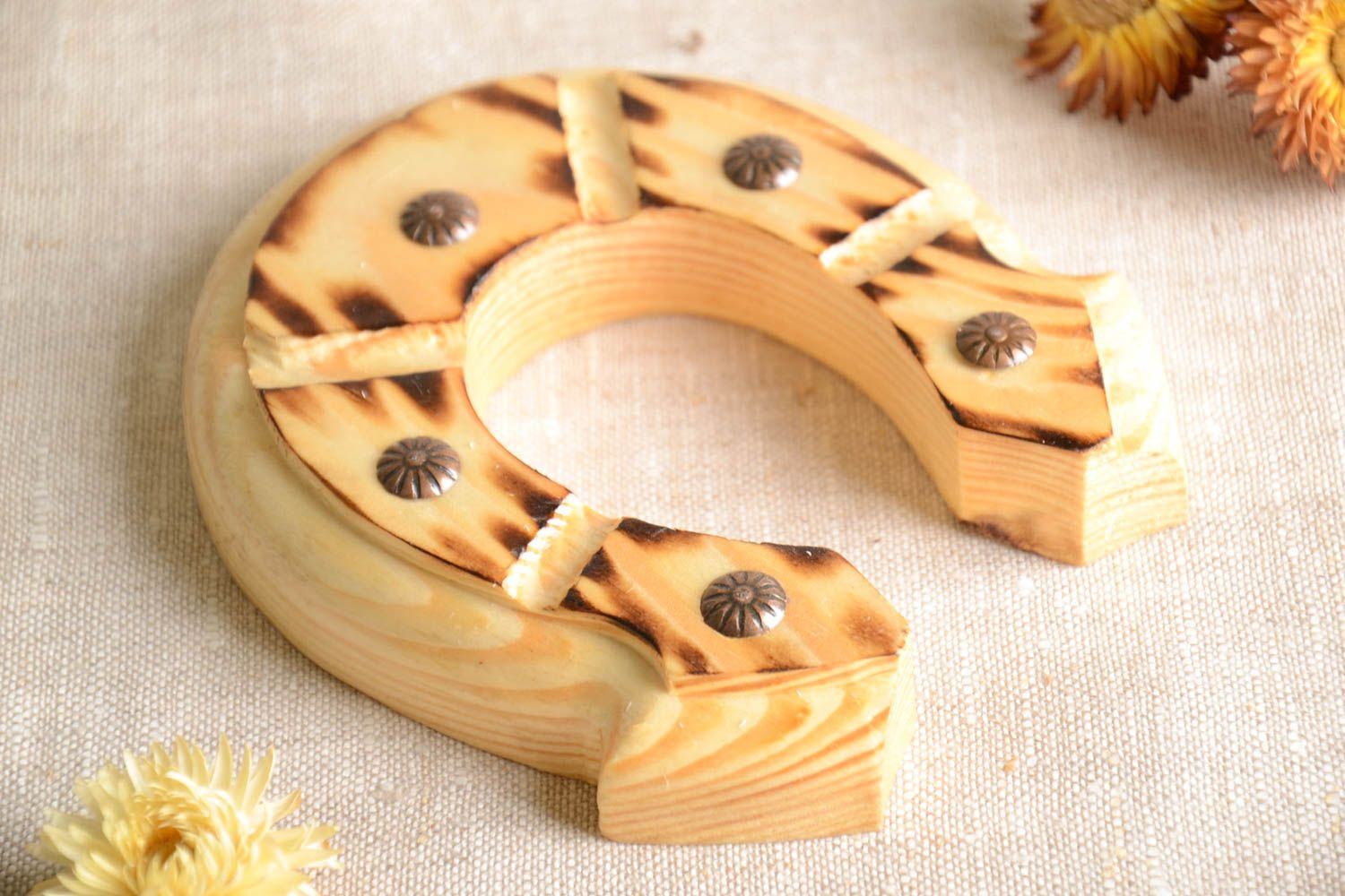 MADEHEART > Beautiful handmade wall hanging wooden horseshoe home ...