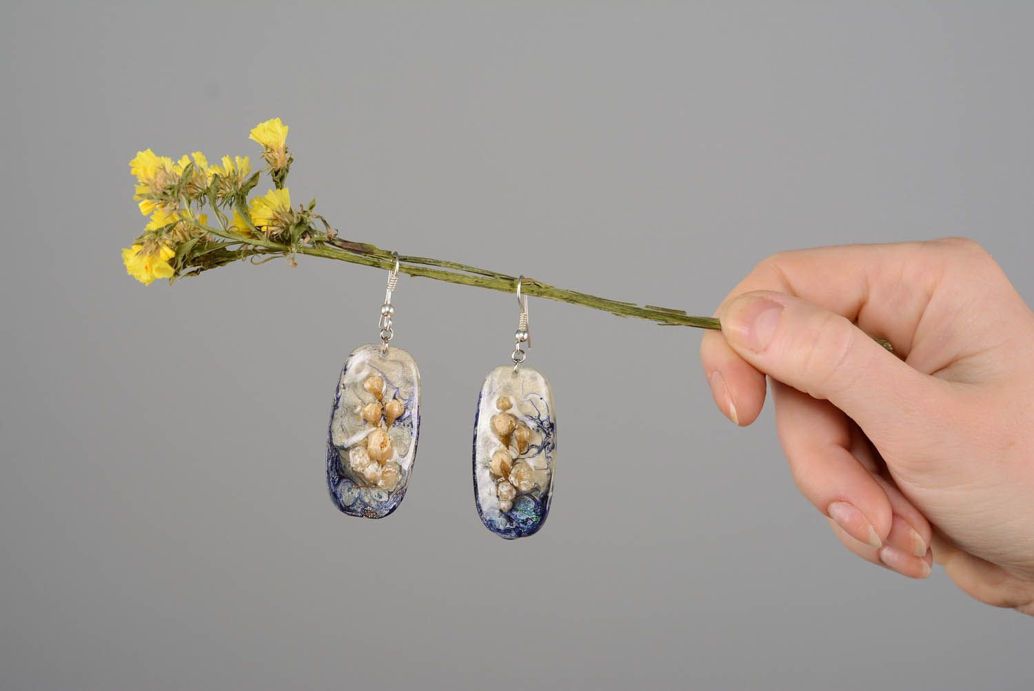 resin dry flower earrings Earrings made of flowers and epoxy resin - MADEheart.com