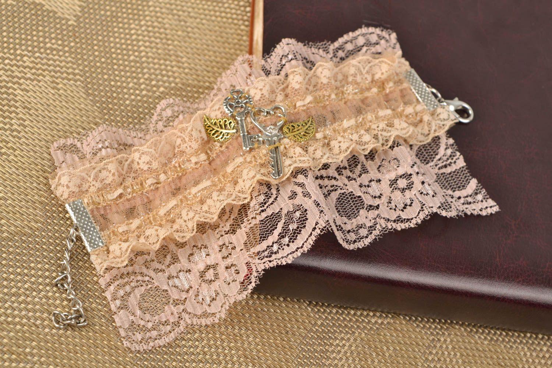 Gentle beige lacy bracelet photo 1