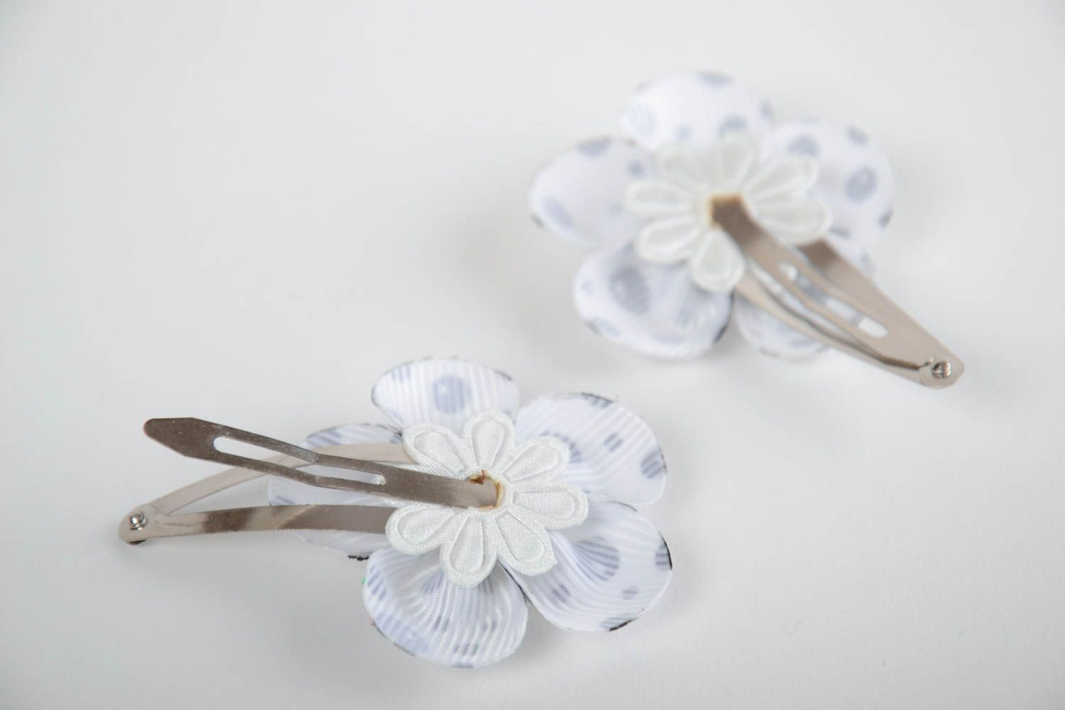 Madeheart Handmade White Hair Clips With Flowers Made Of Corded