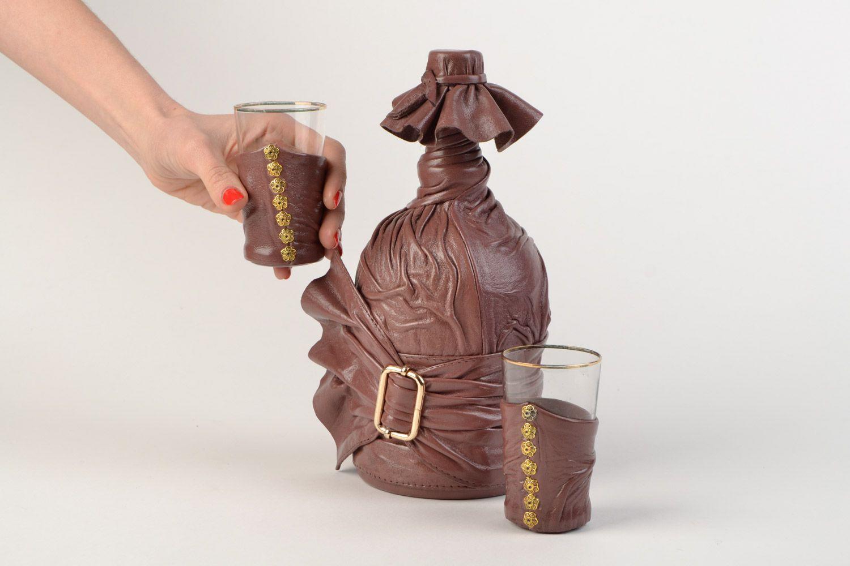 Бутыль  с декором из кожи сделано своими руками