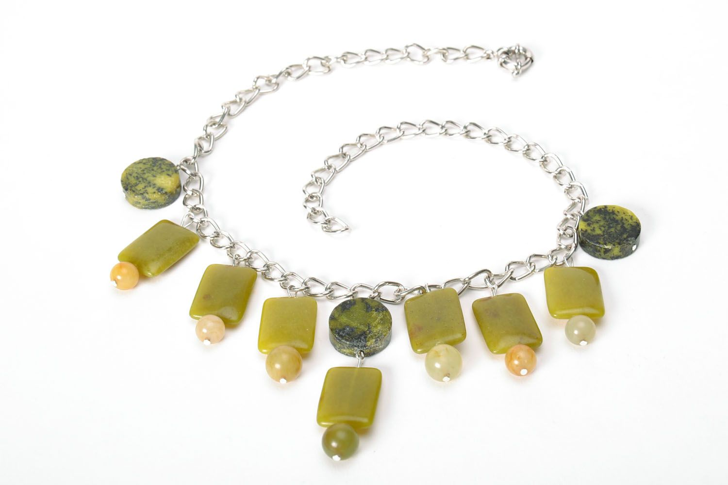 Fashion necklace of olive color  photo 5