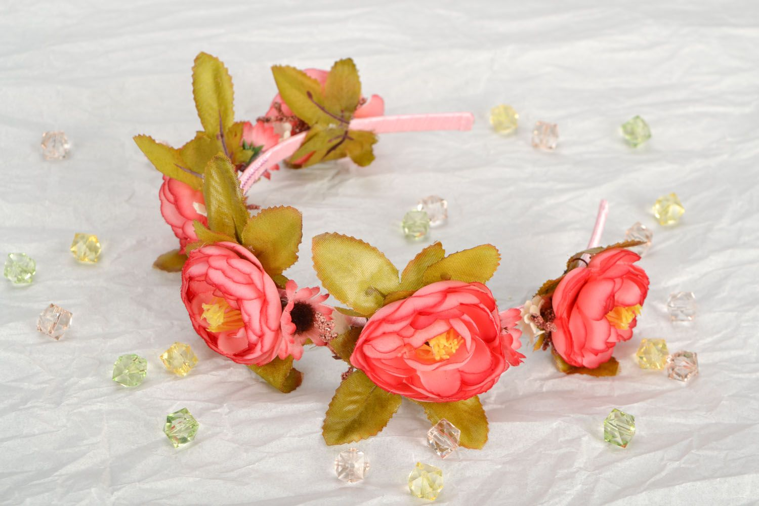 Beautiful headband with flowers photo 1
