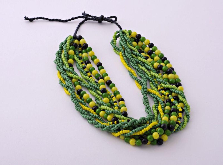 Зеленые бусы из бисера фото 1