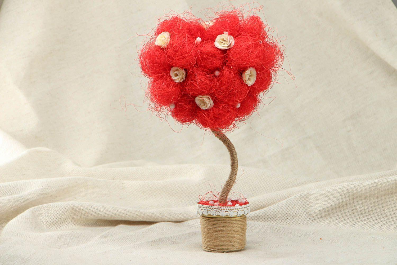 Topiary tree made of natural materials photo 1