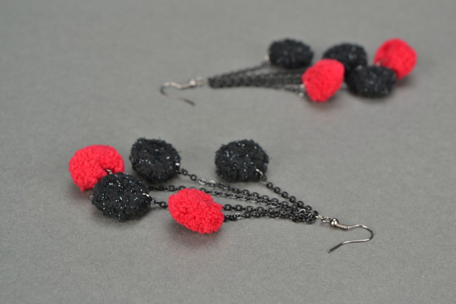 Long earrings Red and Black photo 1