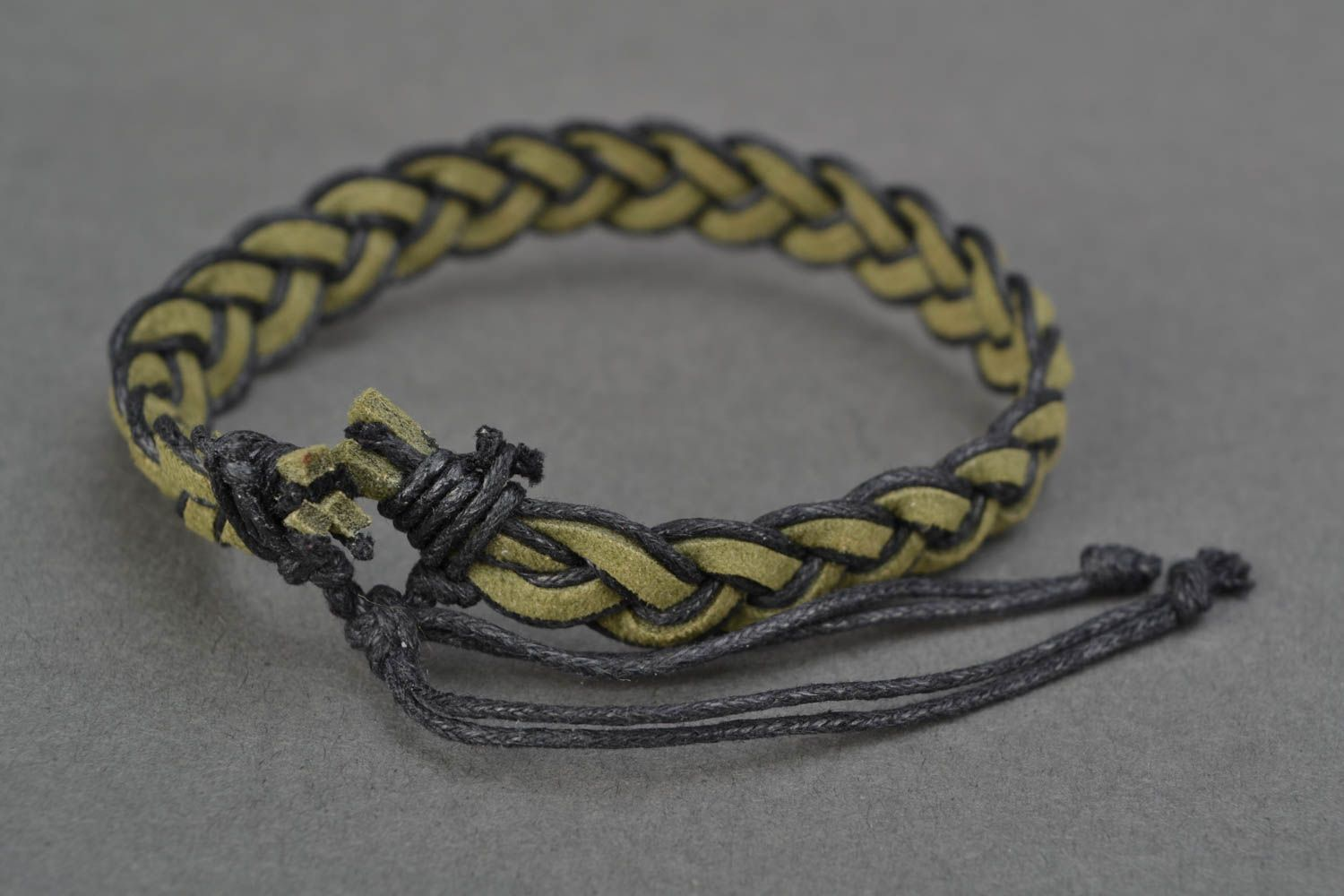 Green woven natural suede bracelet photo 4
