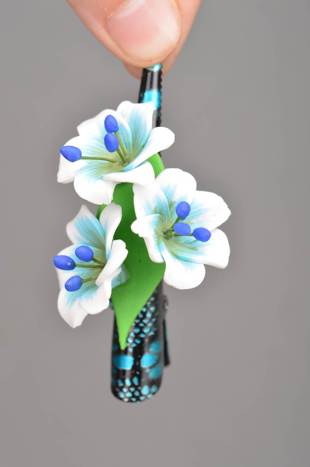 hair clips Handmade designer metal hair clip with 3 polymer clay white and blue flowers - MADEheart.com