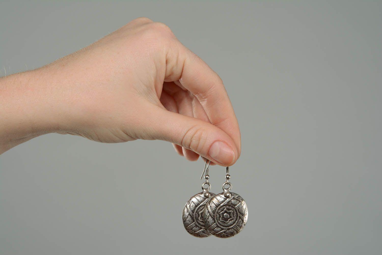 Round metal dangle earrings photo 5