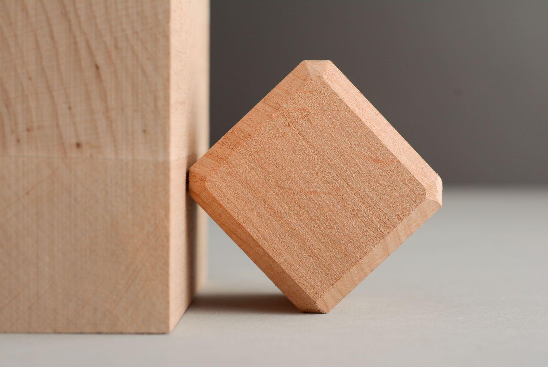 Конструкторы и кубики, деревянные игрушки