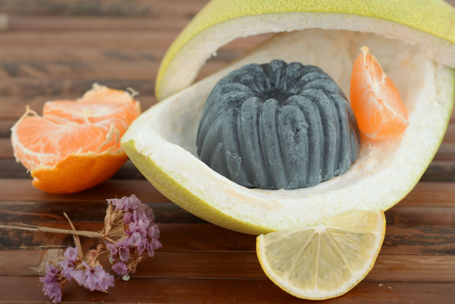 Natural soap with absorbent carbon photo 4