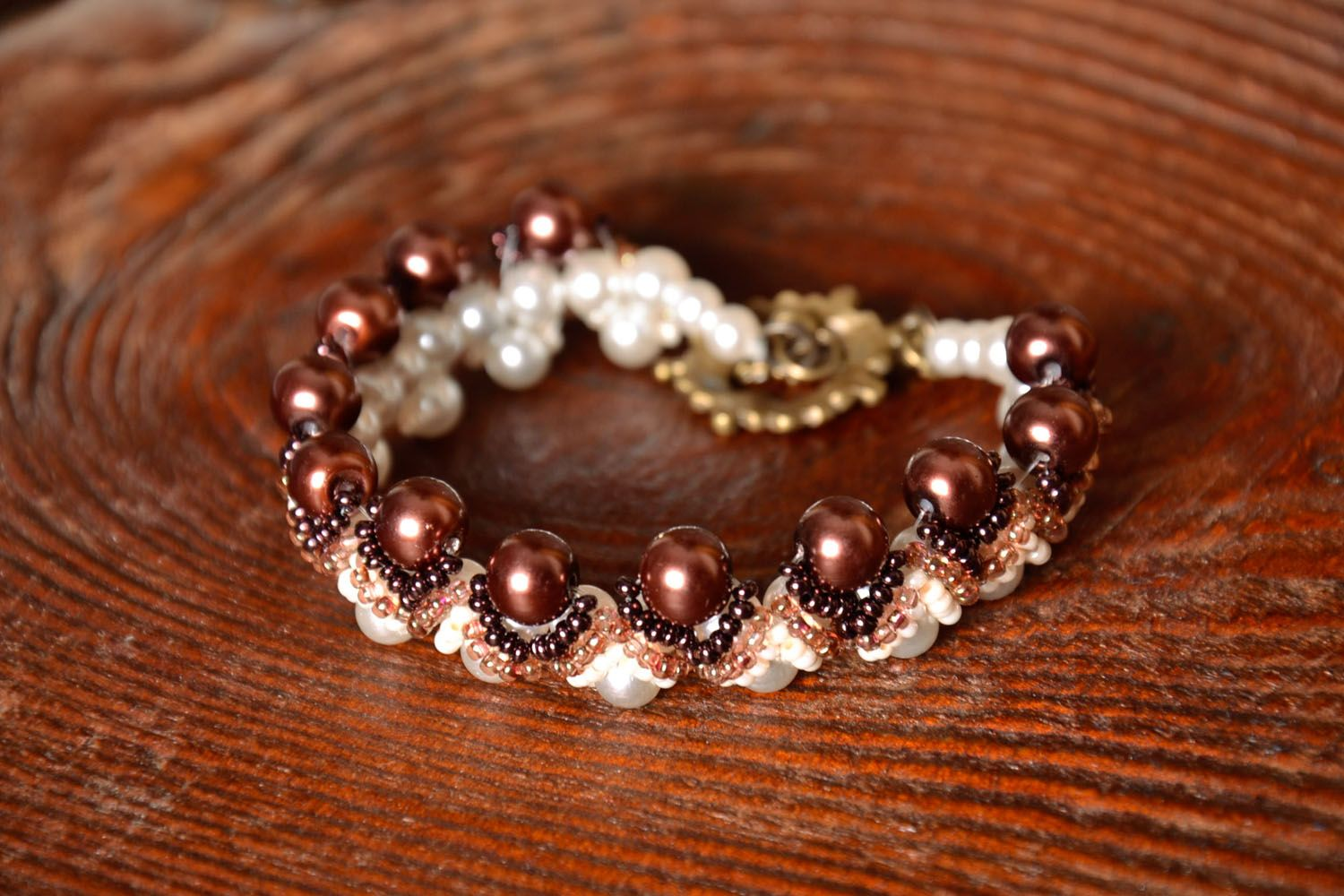 Bracelet with artificial pearls photo 1