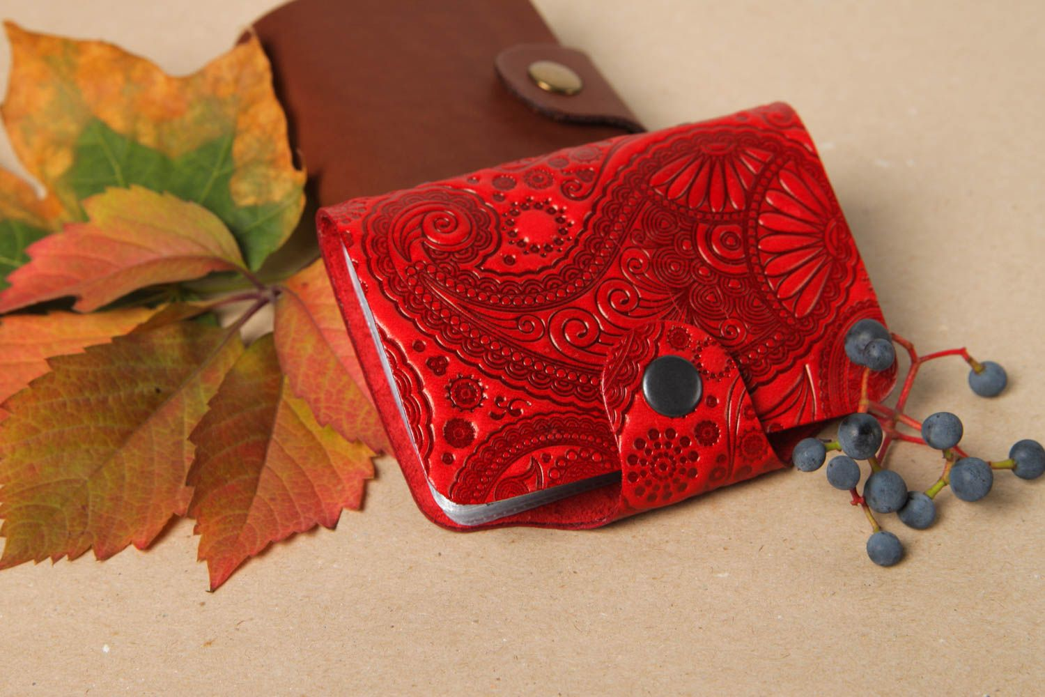 MADEHEART > Red handmade leather card holder stylish business card ...