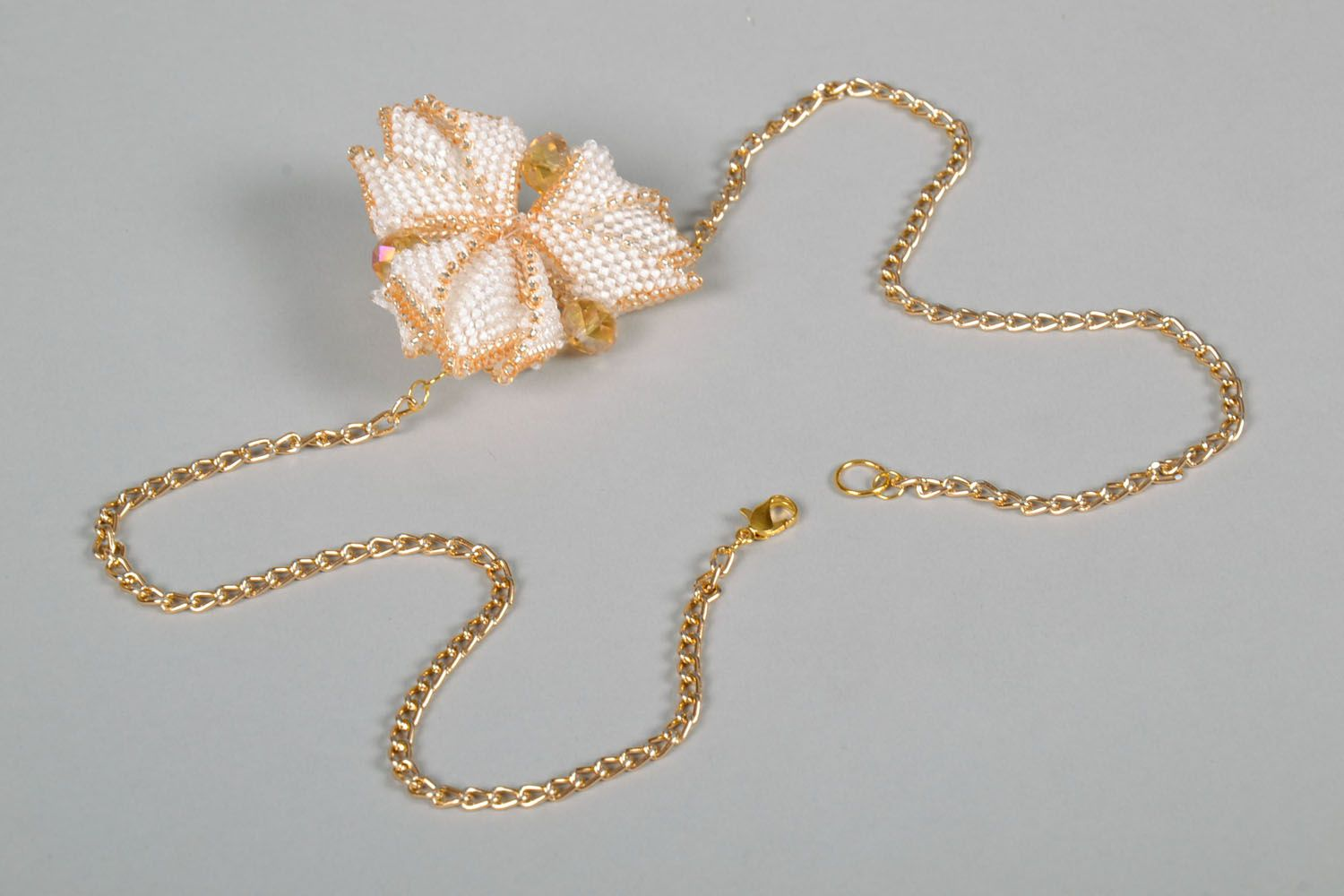 Beaded pendant in the shape of a flower photo 4