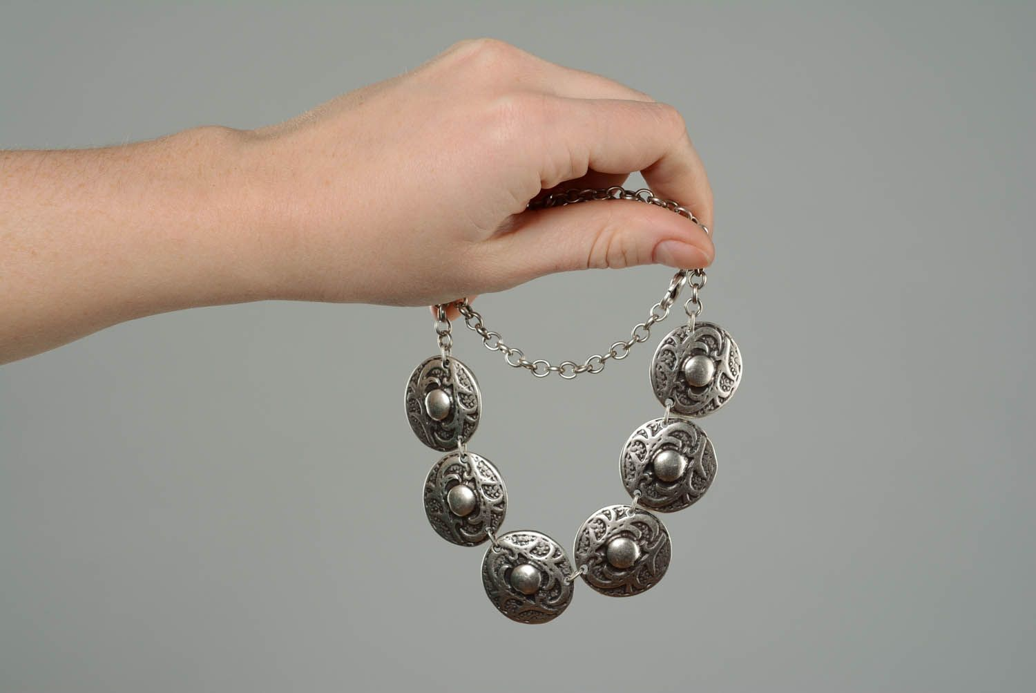 Necklace made of metal alloy photo 3