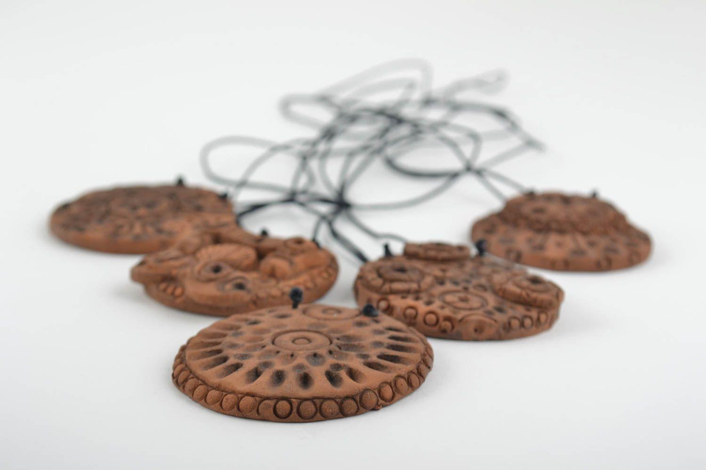 Набор глиняных подвесок на шею круглой формы этнические ручной работы 5 штук фото 3