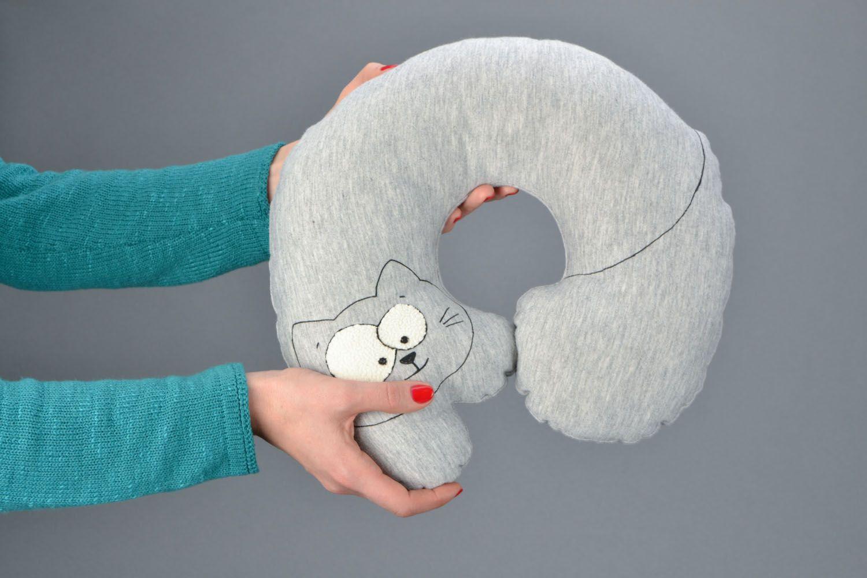 Подушка кот под шею
