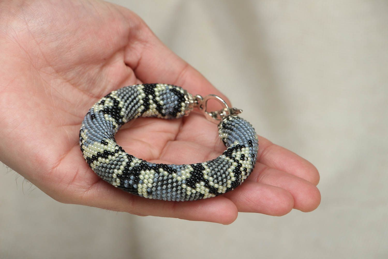 Beaded wrist bracelet Python  photo 4