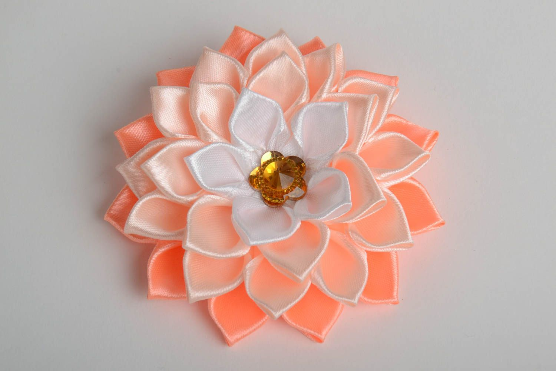 Цветок из атласных лент своими руками. Мастер-класс 25