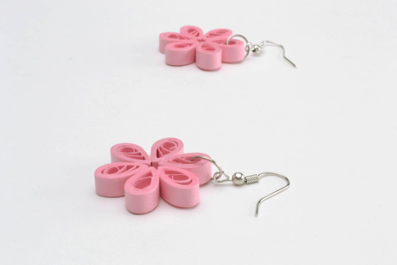 Розовые серьги из бумаги для квиллинга фото 4