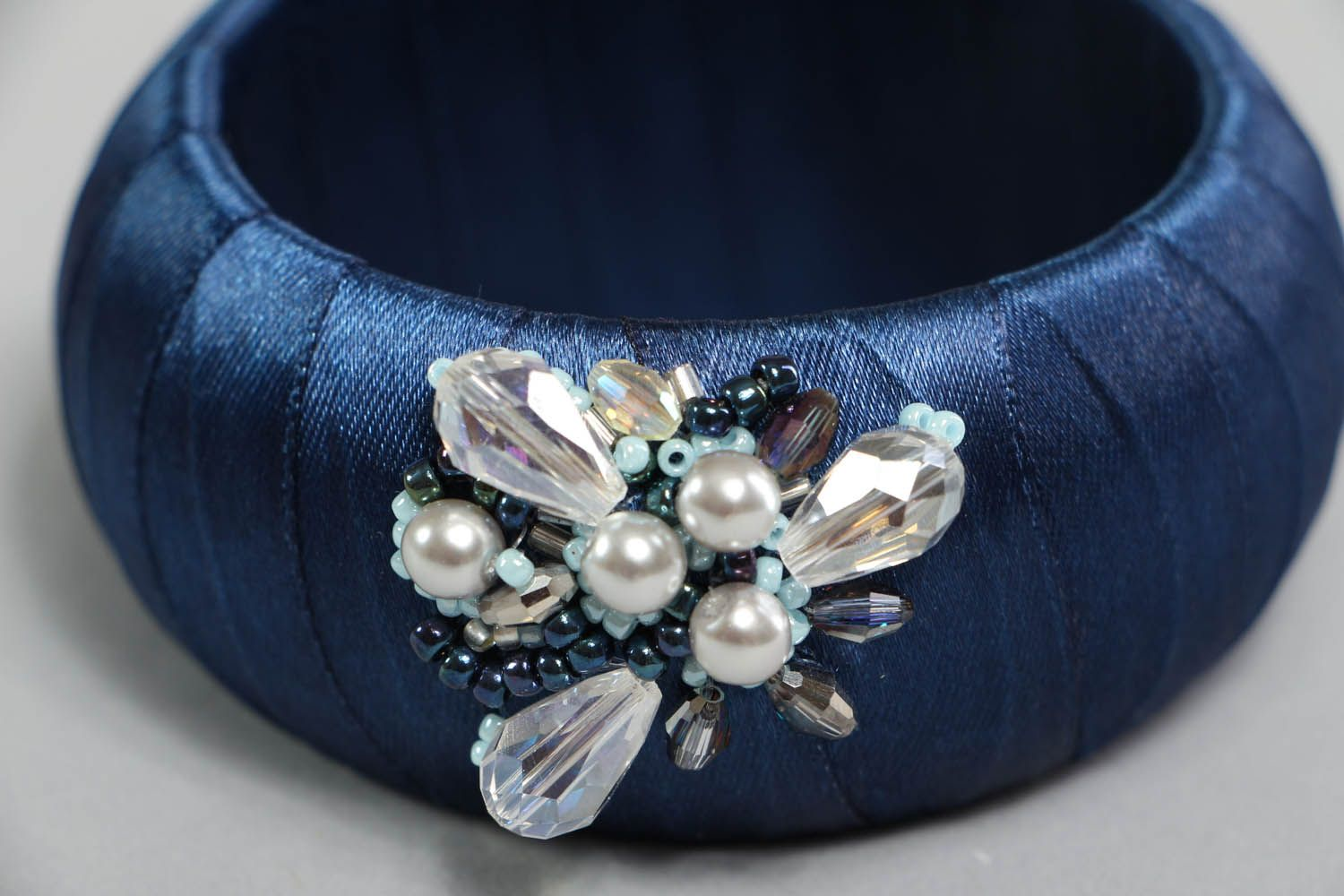 Bracelet with pearls and crystal  photo 3