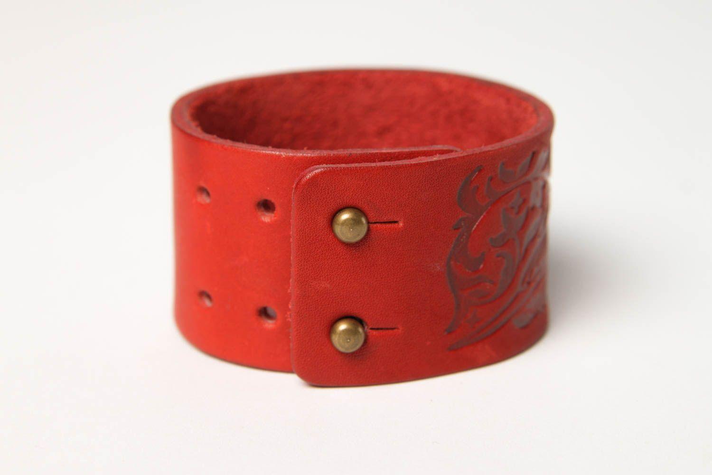 Браслет ручной работы браслет из кожи красный с тиснением дизайнерское украшение фото 3