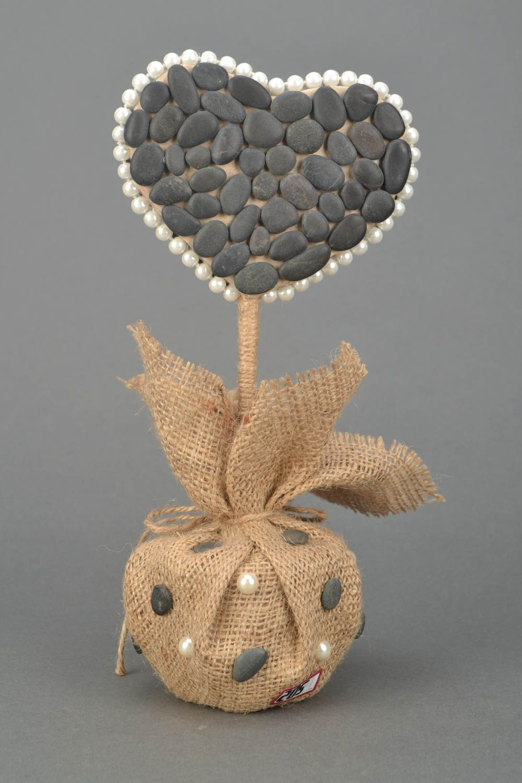 Heart shaped topiary with sea stones photo 4