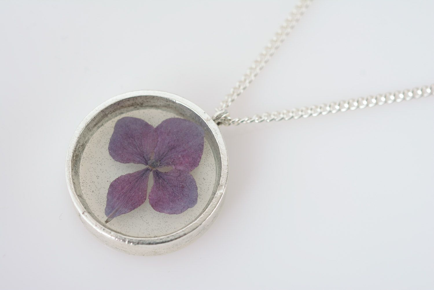 Handmade women's botanical pendant with real violet flower coated with epoxy photo 5