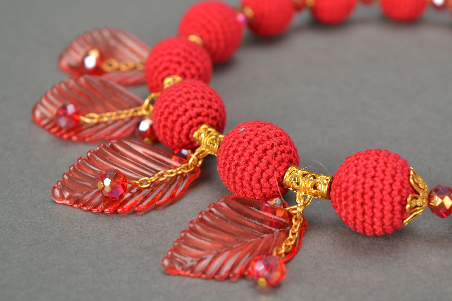 Red beaded necklace photo 3