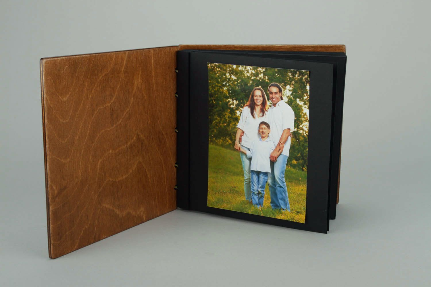 Photo album made of wood and leather - MADEheart.com