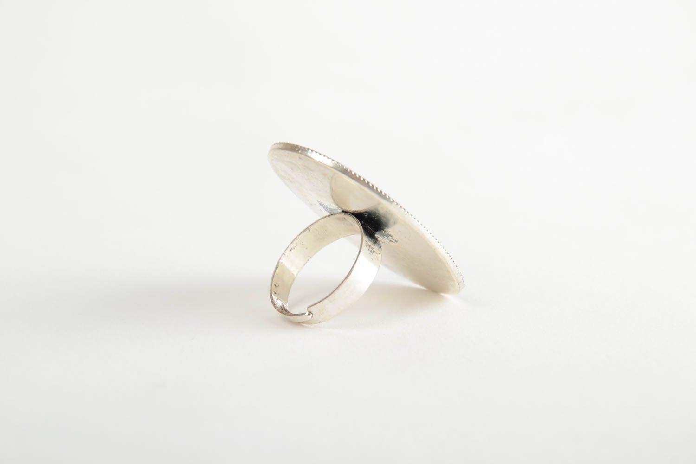 Schöner Designer Ring mit Blumen im Epoxidharz künstlerische Handarbeit foto 5