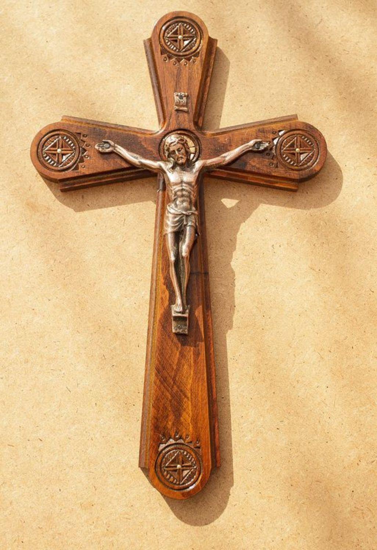 католический крест фото берут собой