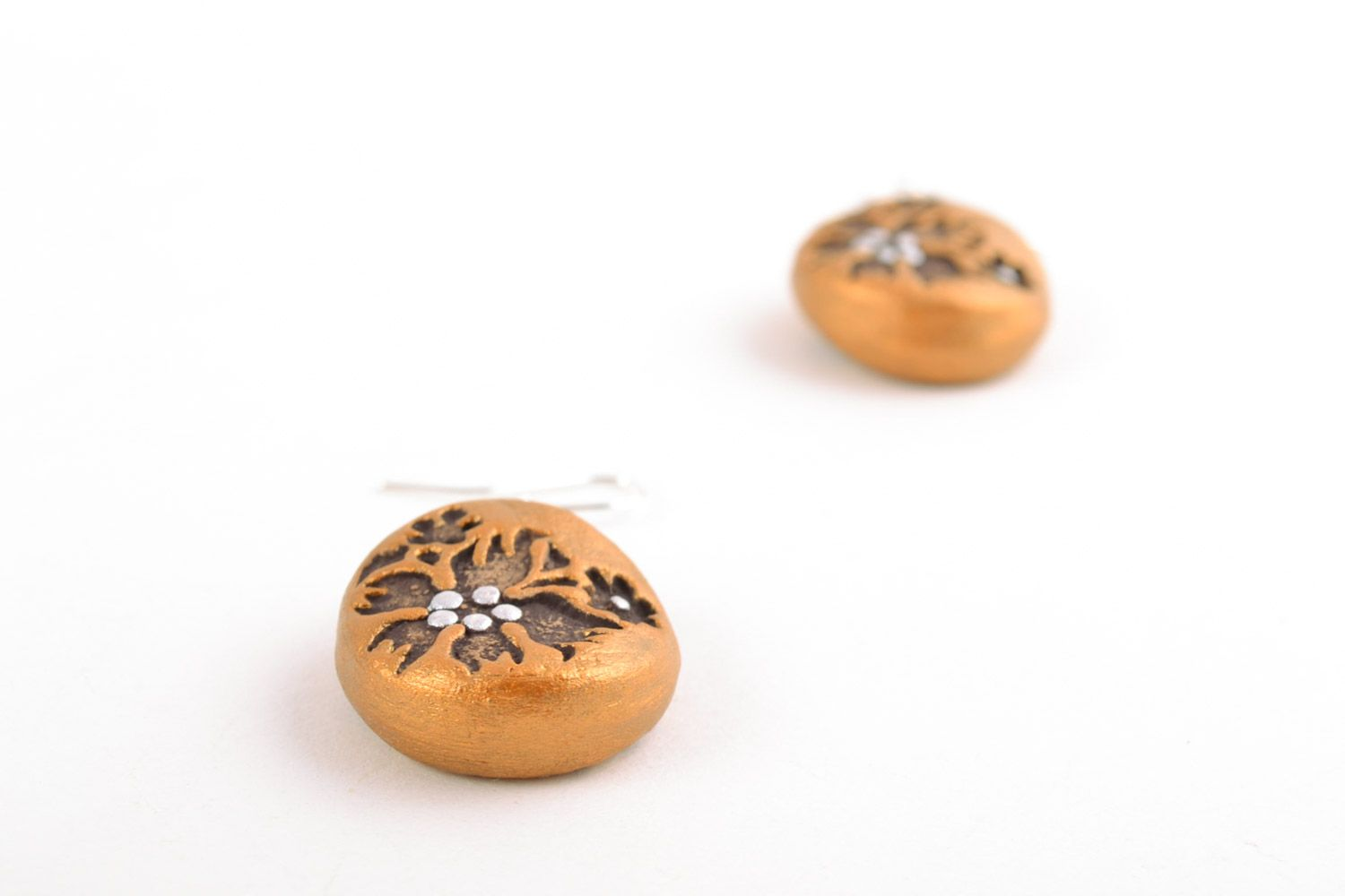 Handmade dangle clay round earrings of gold color with patterns photo 3