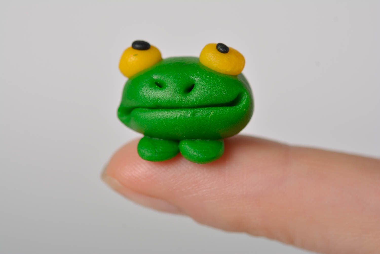 Лягушка из глины пошагово