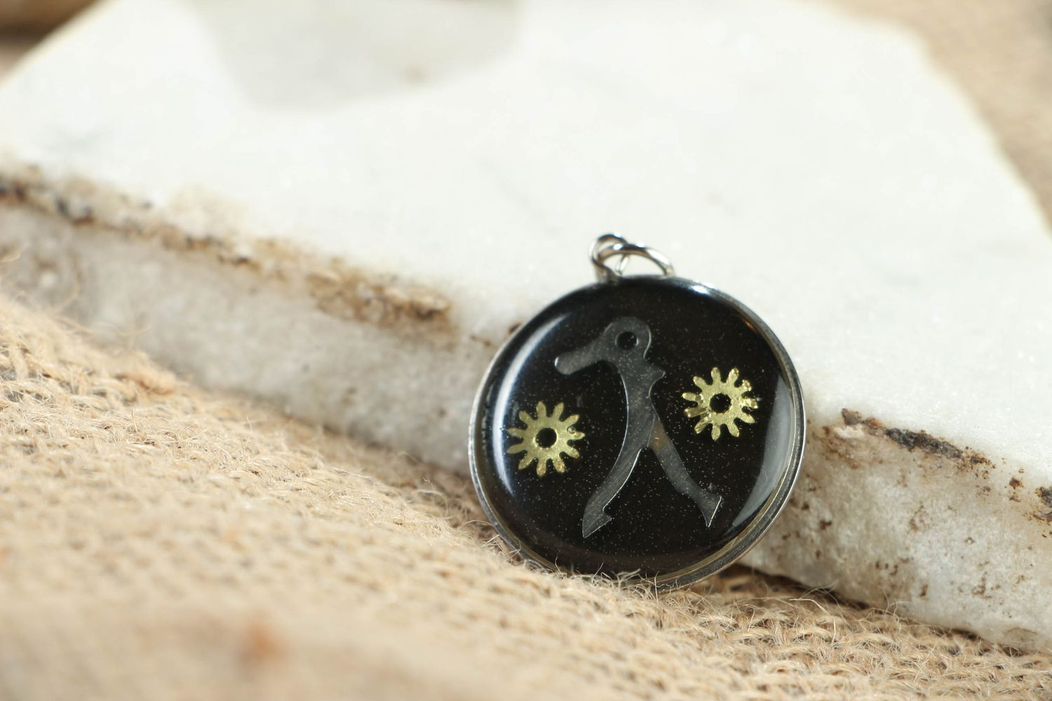 Round metal pendant in steampunk style photo 4