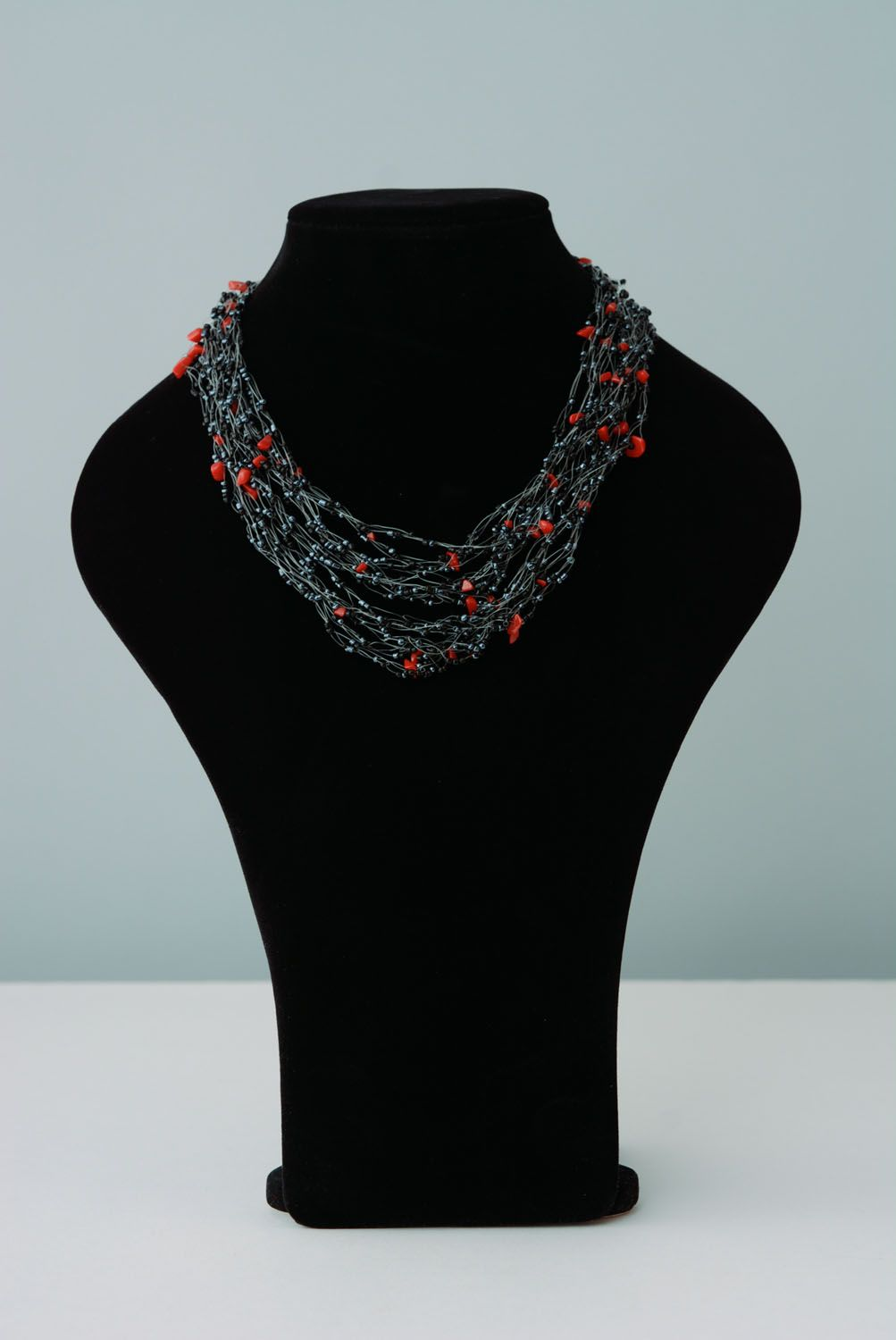 Airy necklace with coral crumb photo 1