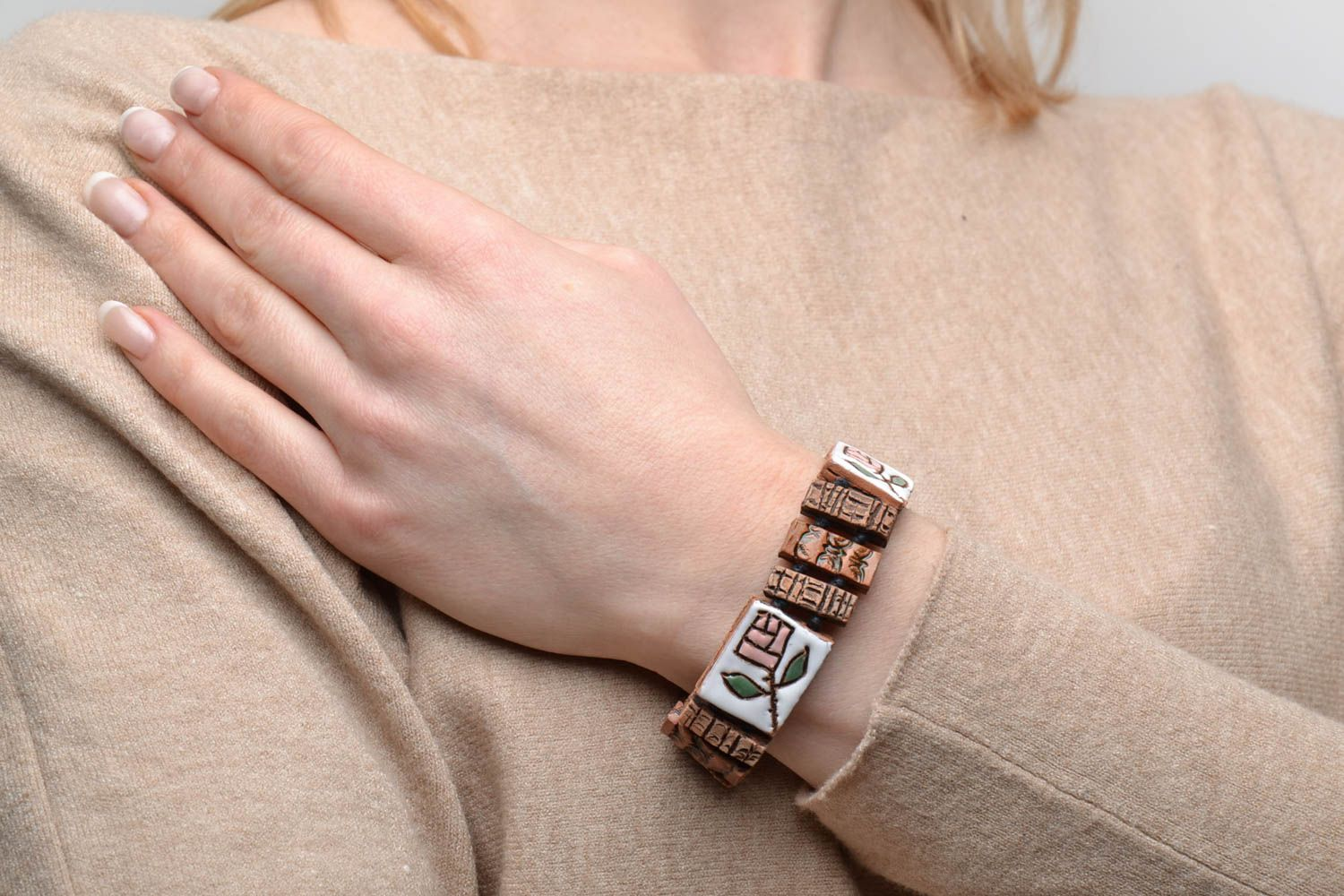Ceramic wrist bracelet in ethnic style photo 2