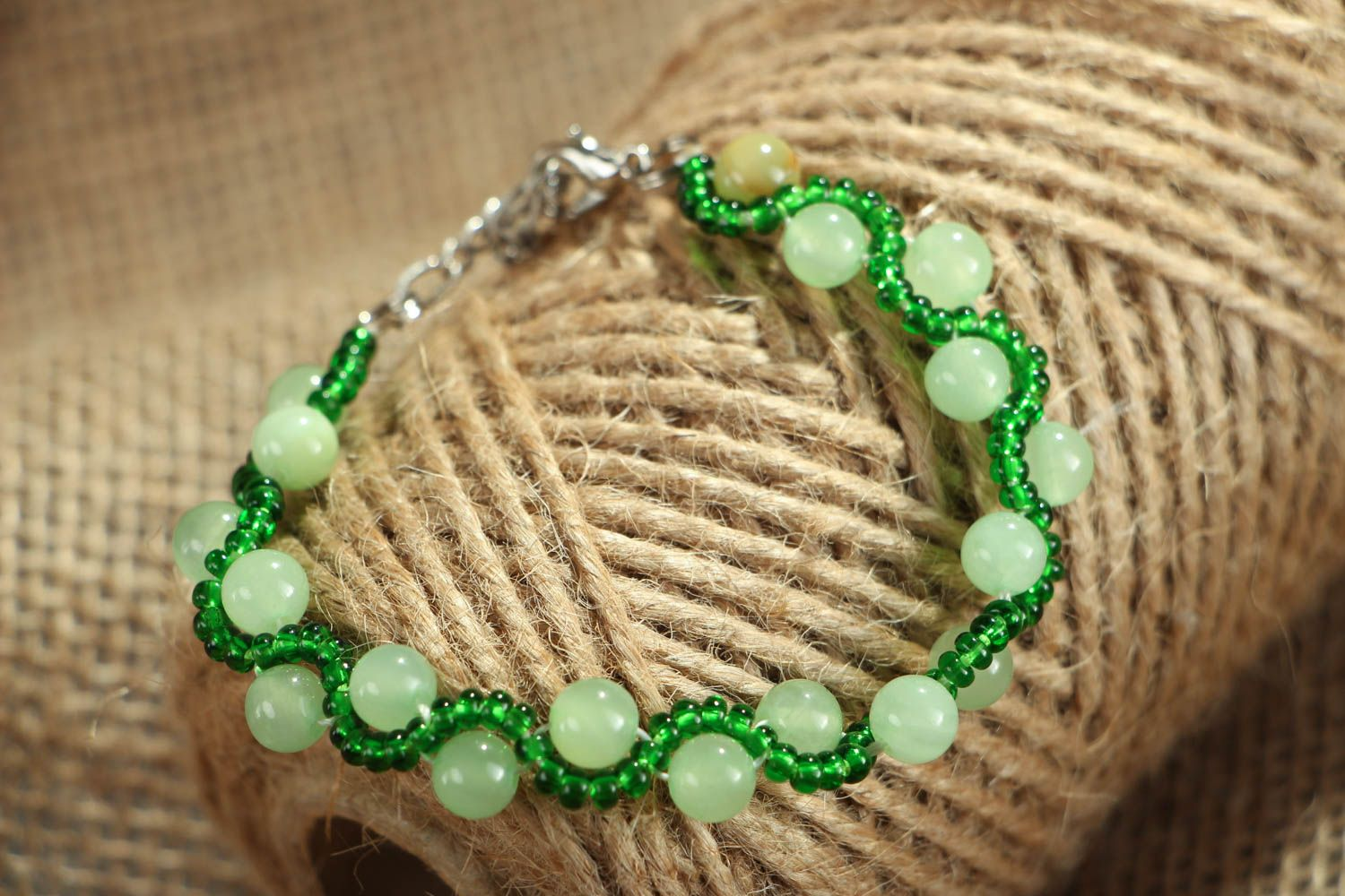 Beaded bracelet with chrysolite photo 4