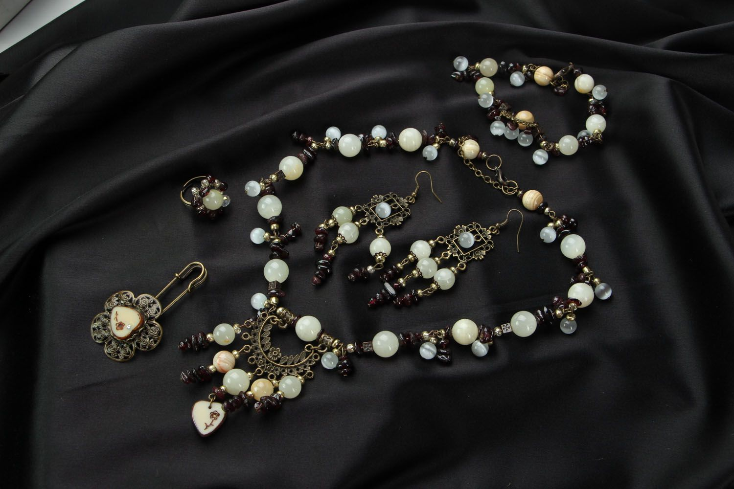 Jewelry set with onyx and garnet  photo 1