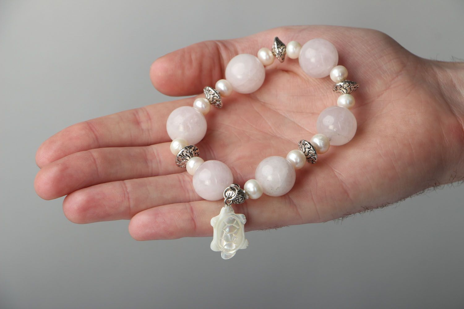 Natural stone bracelet with quartz and pearls photo 4
