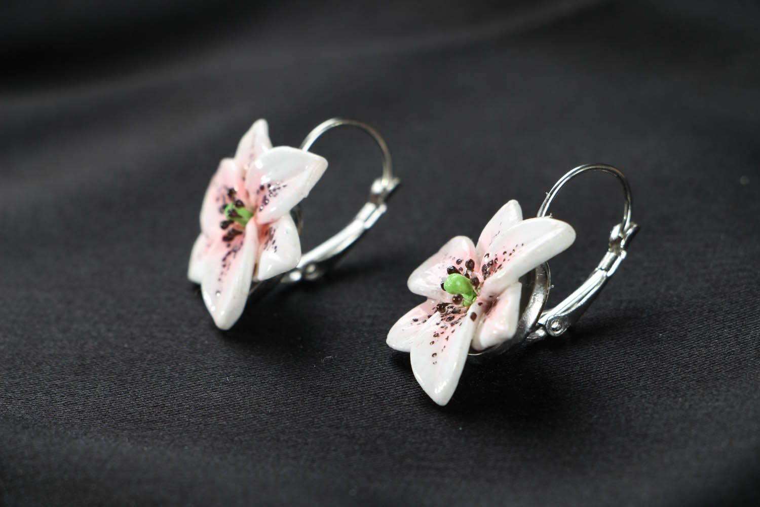 Lily earrings photo 2