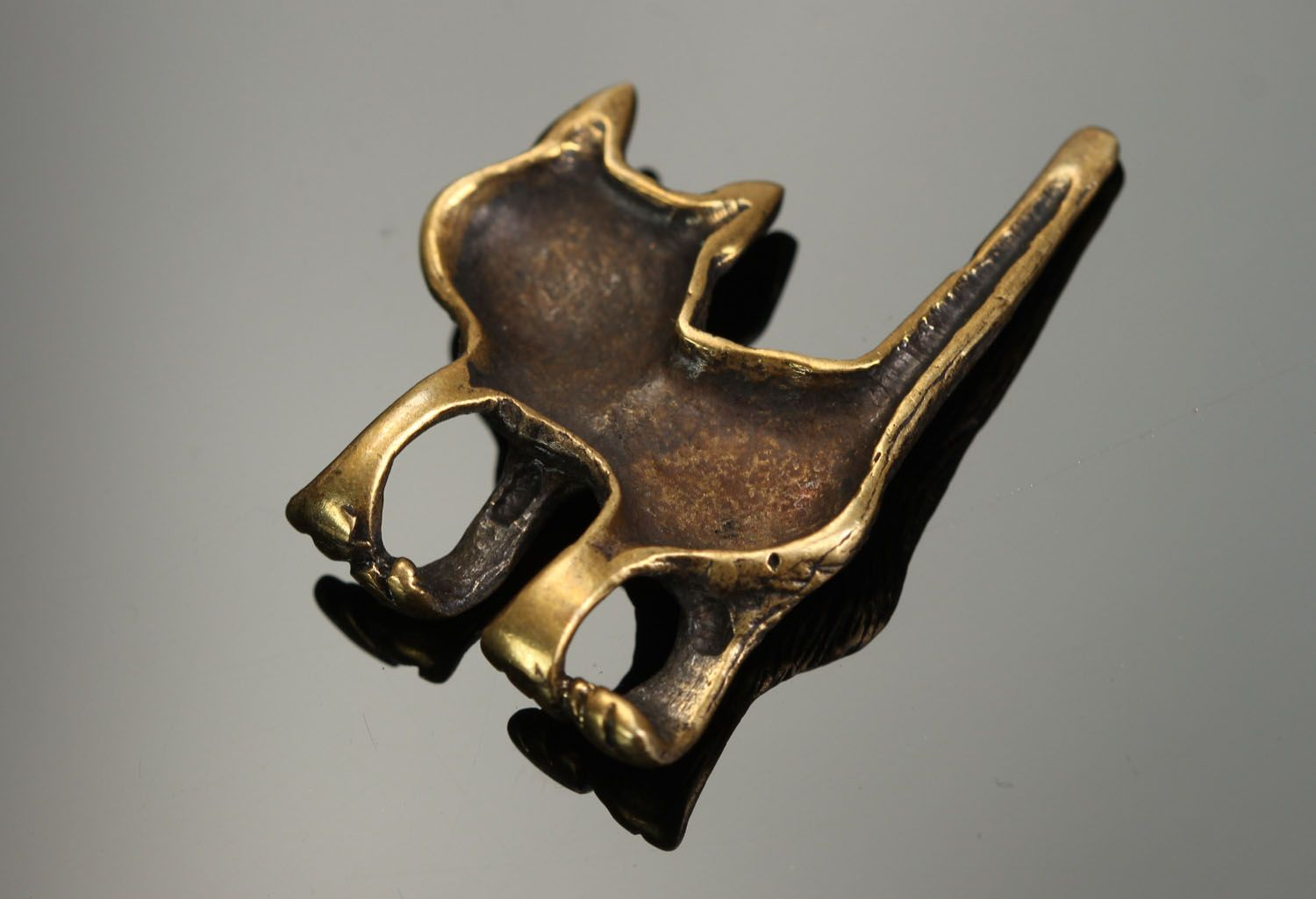 Bronze pendant in the form of a cat photo 3